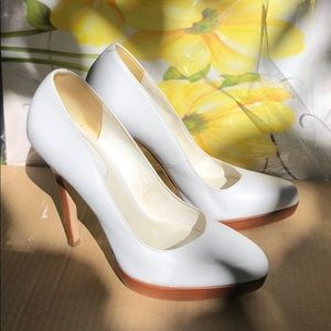 Aldo White High Heel shoes Sz. 39